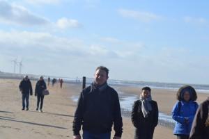 Gearriveerd op het strand, de wandeling kans starten